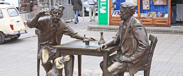 Spomenik Stevanu Sremcu i Kalči